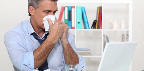 Zwei Drittel der Deutschen gehen krank zur Arbeit - das solltet ihr beachten