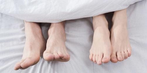 Nackt oder Pyjama? Neuer Schlaf-Report enthüllt, wie Deutschland schlummert