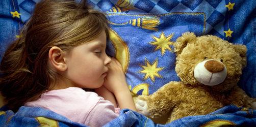 Perfekte Zeit zum Schlafen gehen: So viel Schlaf brauchen eure Kinder