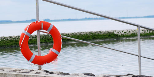 Kind nach Schwimmen ertrunken? Welche Symptome Eltern warnen sollten