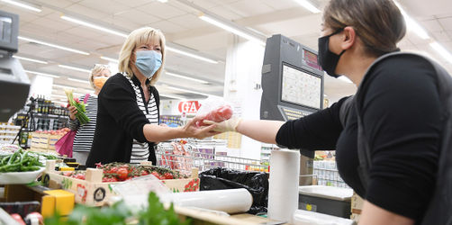 Maskenpflicht: Ist das Ausatmen unter dem Mundschutz gefährlich?