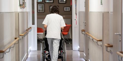 Mehr Geld für die Pflege! So deutlich steigt der Mindestlohn
