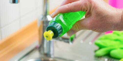 Spülmittel im Test - auch günstig macht glänzend sauber