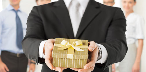 Weihnachtsgeschenk für Geschäftpartner: Erlaubt oder tabu?