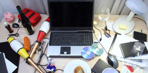 """""""Räum-deinen-Schreibtisch-auf""""-Tag: Welche persönlichen Gegenstände sind am Arbeitsplatz erlaubt?"""