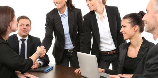 Nachahmen erlaubt: So finden euch neue Arbeitskollegen sofort sympathisch