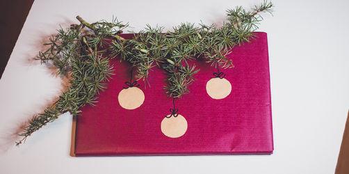 Originelle Geschenkverpackung: Hier ist der Christbaum inklusive