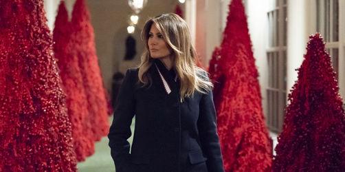 Rote Christbäume im Weißen Haus: Wie das Internet über Melanias Deko lacht