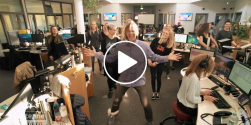 SKIBIDI-Challenge: ANTENNE BAYERN tanzt den Hit mit Leiki und Stargast