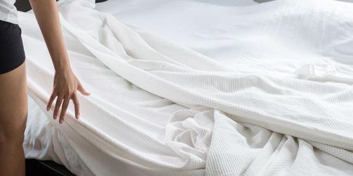 Hygiene-Diskussion: Wie oft soll ich meine Bettwäsche wechseln?