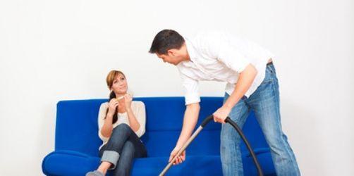 Hausarbeitsmuffel: Wie bringe ich meinen Mann zum Putzen?