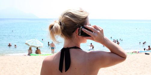 Günstiger ins EU-Ausland telefonieren: Warum ihr jetzt schnell handeln müsst