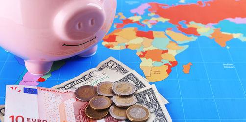 Großer Trinkgeld-Atlas: So viel wird im Urlaub und bei uns in Bayern erwartet