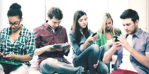 Schmerzhafte, moderne Welt - Diese Krankheiten bekommen wir durch Computer, Smartphone, Tablets und Spiele-Konsolen