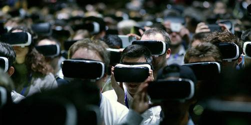 Mobile World Congress: Facebook-Chef Zuckerberg taucht bei Samsung-Show auf