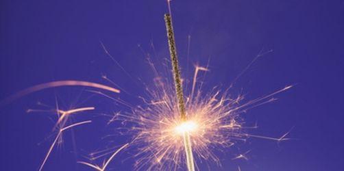 Schön, aber schädlich: Wunderkerzen auf Geburtstagstorten