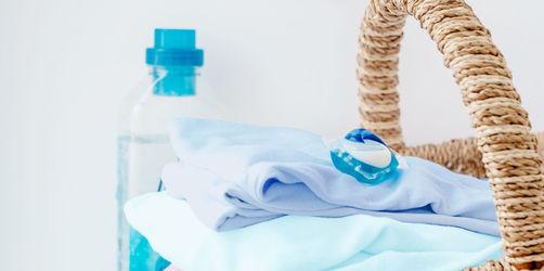 Sauber oder schmutzig? Diese Color-Waschmittel versagen bei Dreckwäsche