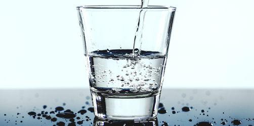 Gar nicht prickelnd! 32 Mineralwasser im Test – nicht mal die Hälfte ist gut