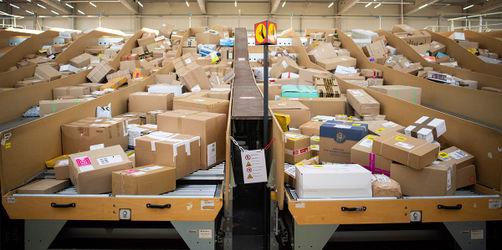 Schluss mit Flut an Paket-Rücksendungen? Gesetz soll Retouren-Vernichtung stoppen