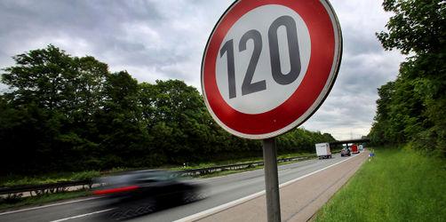 Tempolimit auf unseren Autobahnen: Dürfen wir bald nur noch 120 fahren?