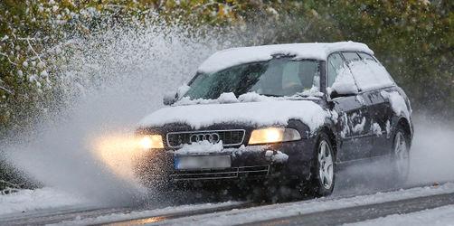 Vereiste Scheiben, Schnee auf dem Dach: Strafen für Autofahrer im Winter