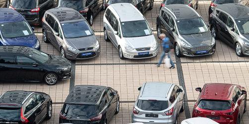 Gebrauchtwagen kaufen: Diese Checkliste schützt euch vor Betrügern!