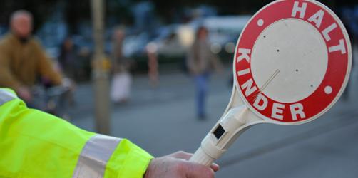 Dringend Schulweghelfer in Bayern gesucht: So könnt ihr euch engagieren