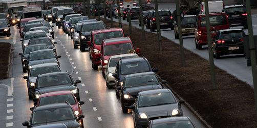 Neue Stau-Studie: So viel Geld verliert ihr mit dem Auto in der Blechlawine
