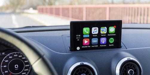 Urteil: Touchscreen im Auto kann den Führerschein kosten