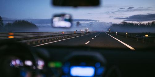 Günstiges Autofahren: 5 Tipps für den Alltag