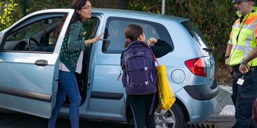 Gefährliches Verkehrschaos: Das tun Bayerns Schulen gegen Elterntaxis