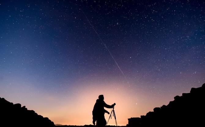 Unheimliche Lichterkette am Himmel: So seht ihr die Satelliten über Bayern