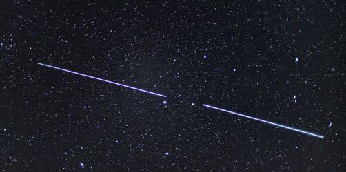 """Mysteriöse Lichterketten am Nachthimmel: Elon Musks """"Starlink""""-Satelliten über Bayern"""