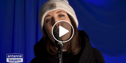"Video: Alice Merton performed ""Why so serious"" unplugged"