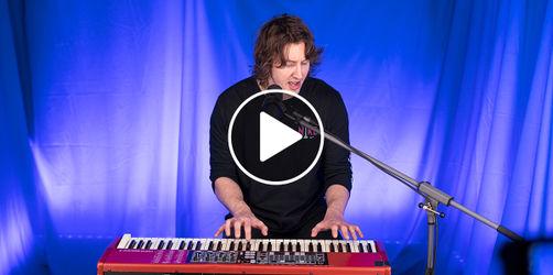 """Chartstürmer Dean Lewis bei ANTENNE BAYERN: Unplugged mit """"Be Alright"""""""