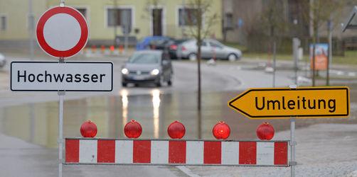 Hochwasser-Gefahr in Bayern: Warnungen, Straßensperren, Zugausfälle für euren Ort checken