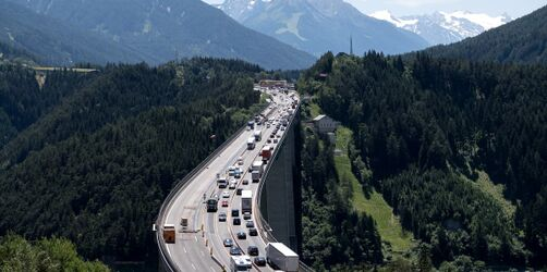 Achtung LKW- & Autofahrer: Es gelten Fahrverbote in Italien und Österreich
