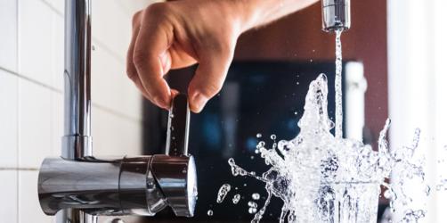 Bakterien im bayerischen Trinkwasser: In diesen Orten müsst ihr jetzt Wasser abkochen