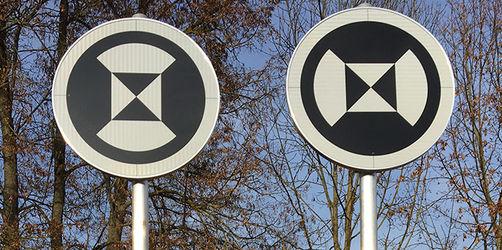 Neue Schilder für selbstfahrende Autos auf der A9