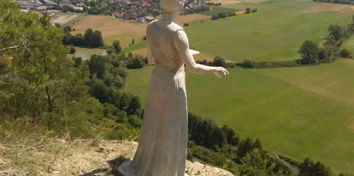 Hammelburg: Mysteriöse Frauenskulptur gibt Rätsel auf