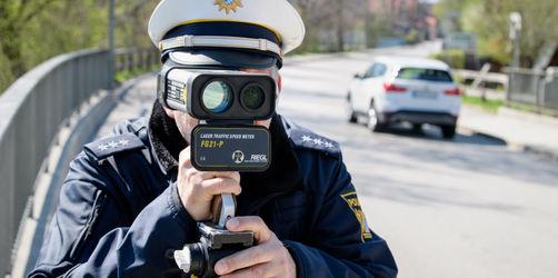 Über 90 km/h zu schnell: Innenminister Herrmann entsetzt über Verkehrsrowdys beim Blitzmarathon