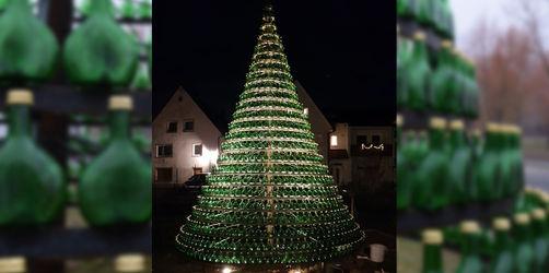 Ausgefallene Weihnachten: In Unterfranken steht Bocksbeutel-Christbaum