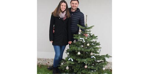 Landshuter Paar verschickt geschmückte Christbäume