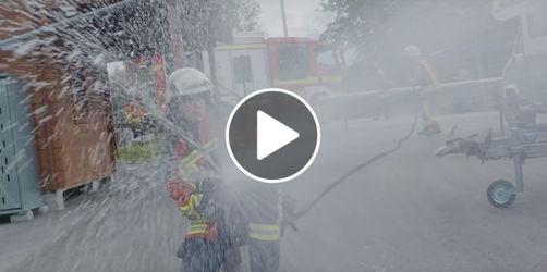 Feuerwehrschule: Lebensretter üben in nachgebauter Kleinstadt den Ernstfall