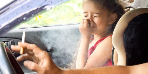 Rauchverbot bei Kindern im Auto: Bundesländer planen 3.000 € Strafe!