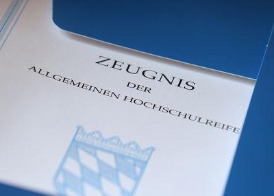 Trotz Ärger um Mathe-Prüfung: Bayerns G8-Schüler mit drittbestem Abi-Schnitt