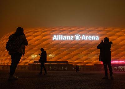 Allianz Arena leuchtet orange gegen Gewalt an Frauen
