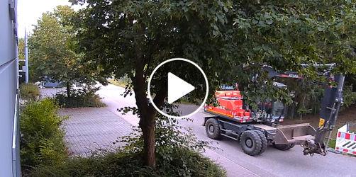 Überwachungskamera hält alles fest! Diebstahl von Baufahrzeugen in Obertraubling
