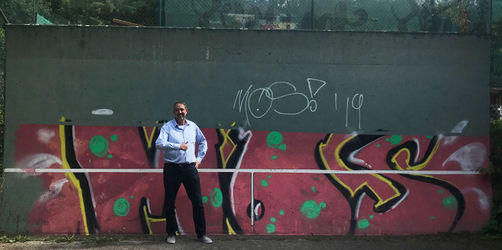 Graffiti nicht fertig: Fränkischer Tennisclub mit ungewöhnlichem Aufruf