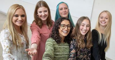 Benigna Munsi: Wir zeigen euch das neue Nürnberger Christkind
